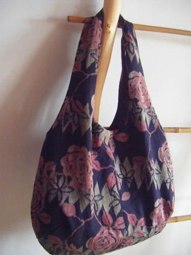 薔薇模様のバッグ
